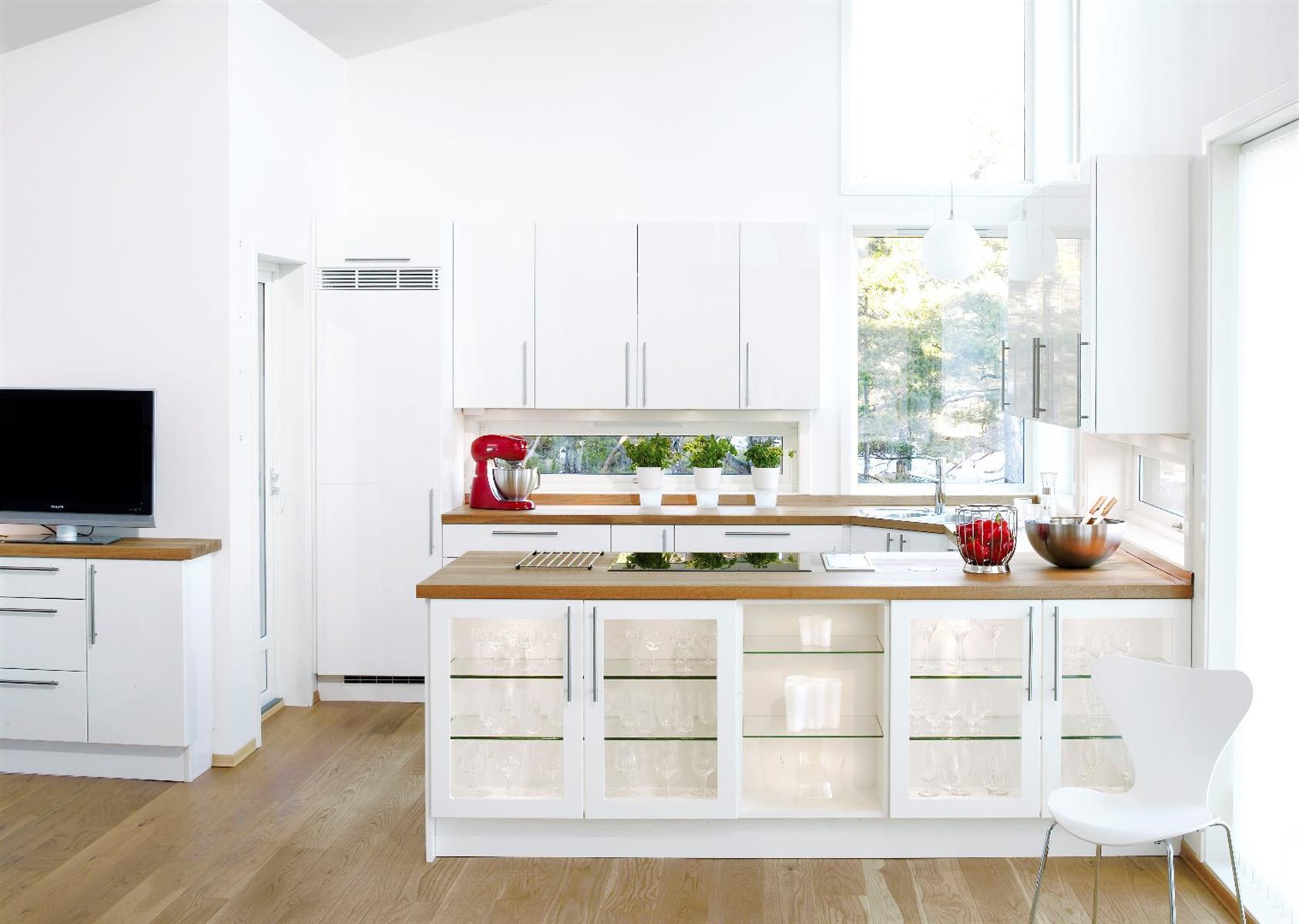 Kjøkkenskap med glassfronter