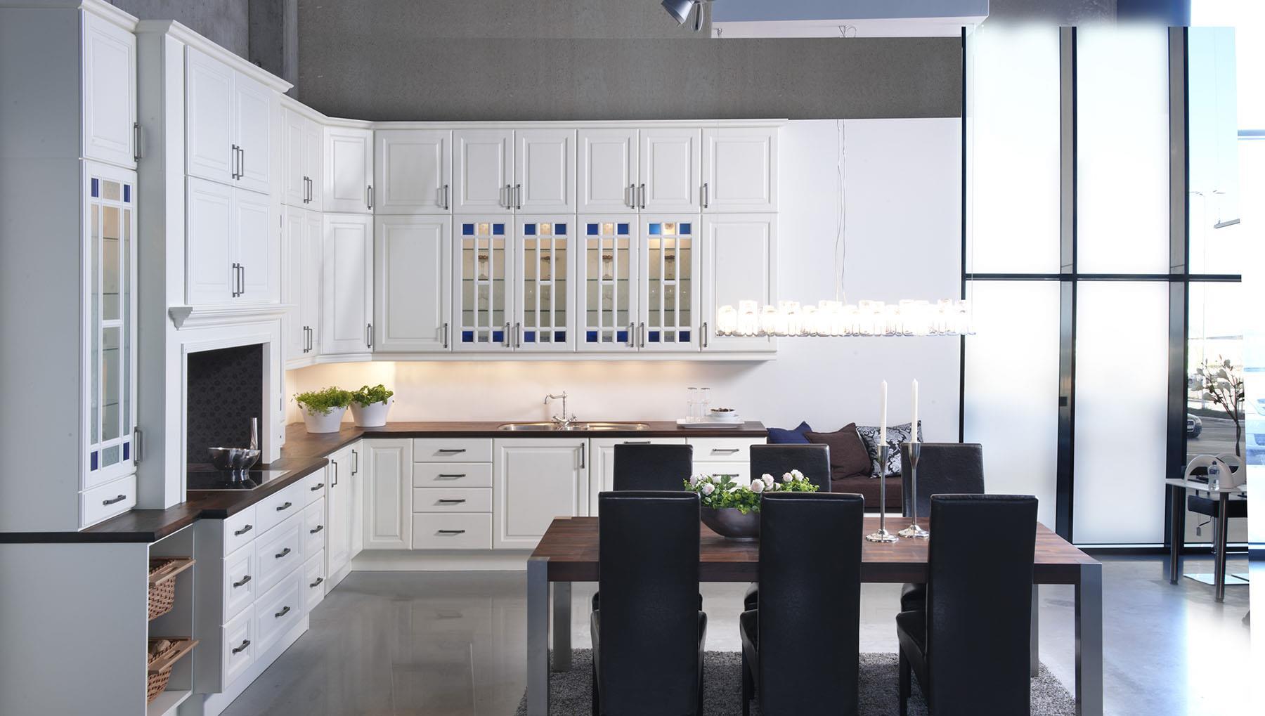 Kjøkken - høyt under taket